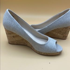 Kelly&Katie Pewter peeptoe wedgies 6.5